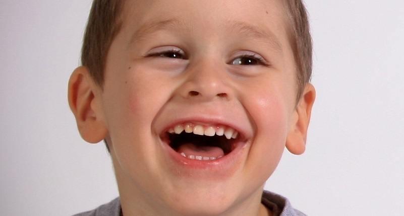 ¿Cómo usar el cepillo eléctrico para evitar la periodontitis?