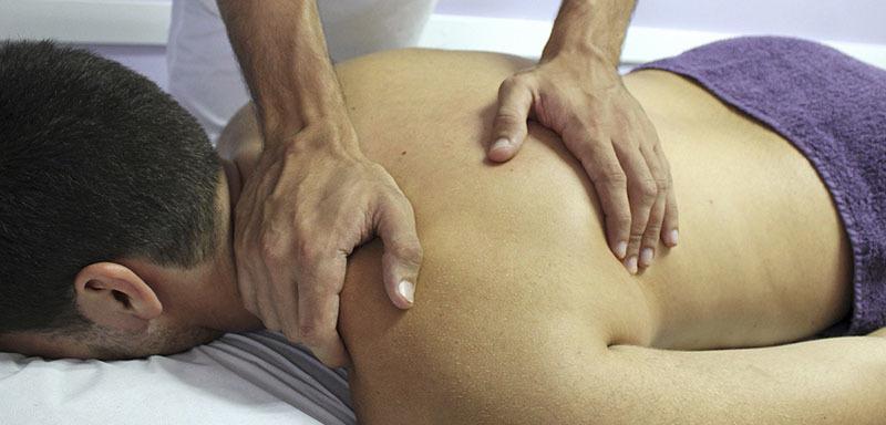 Masaje en cuello por especialista